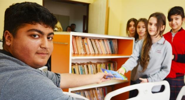 Tepecik Hastanesi'nde Çocuklar İçin Gezici Kütüphane…