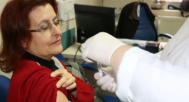 Göğüs Hastanesi Ücretsiz Aşılama İle Zatürreyle Mücadele Ediyor…