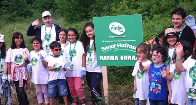 Pınar'dan 22 yetenekli çocuğa ödül