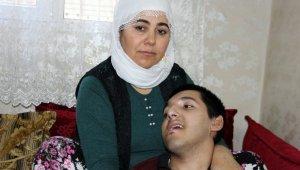 9 yıldır yatalak olan SSPE hastası oğluna bakan anne yardım bekliyor