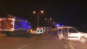 Başkent'te işçileri taşıyan kamyonet, başka bir araca arkadan çarptı: 9 yaralı