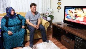 Milli Güreşçi Kayaalp'in zaferine ailesi de televizyon başında ortak oldu