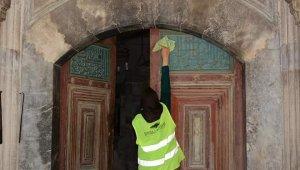 Seyitgazi Belediyesi tarihi yerlerde temizlik başlattı