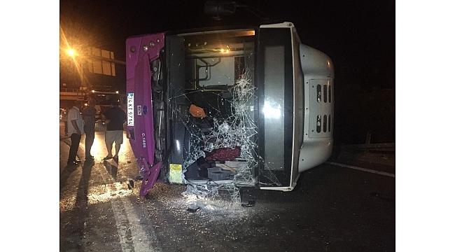 Virajı alamayan İETT otobüsü yola savruldu