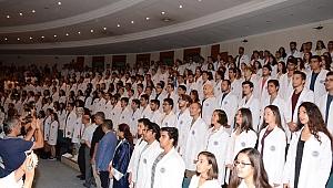 DEÜ Tıp öğrencileri Tıbbiyeli And'ı ile eğitime başladı