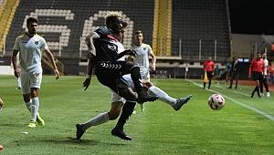 Manisaspor sahasında ağırladığı İstanbulspor'a 2-1 mağlup oldu.