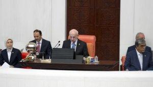 Meclis'te bir ilk, Meclis Başkanı Kahraman frak giymedi