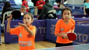 13 Yaş Altı Masa Tenisi Türkiye Şampiyonası başladı