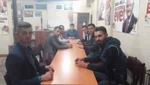 Aslanapa AK Parti Gençlik Kolları'nda Mehmet Gökmen bayrağı teslim aldı