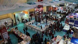 Büyükşehir Belediyesi'nin düzenlediği 1. Kayseri Kitap Fuarı birbirinden ünlü yazarların katılımıyla devam ediyor