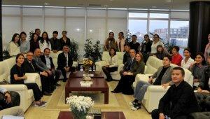 Kazak heyet OMÜ Rektörü ile görüştü