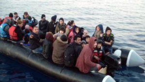 Kuşadası Körfezi'nde 12'si çocuk 42 kaçak göçmen yakalandı