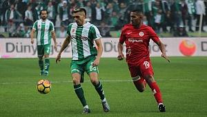 Konyaspor, sahasında Antalyaspor ile 1-1 berabere kaldı.