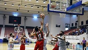 Petkim Spor sahasında Yalova Grup Belediye'ye 61-70'lik skorla mağlup oldu.