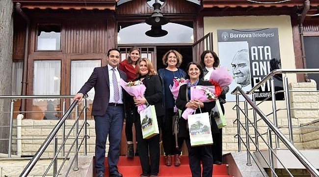Bornova'nın kadın muhtarları Belkahve'de Ata Evi'nde buluştu