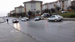 Eskişehir'de trafik kazası; 3 yaralı