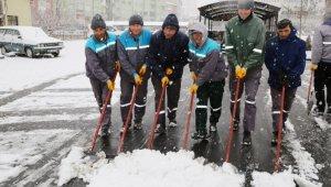 Niğde Belediyesi Kar Küreme ekipleri iş başında