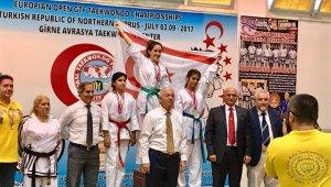 Yakın Doğu Koleji öğrencisi Kuzey Kıbrıs Türk Cumhuriyeti'ne Tekvando Avrupa şampiyonluğu getirdi