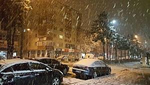 Bitlis'te kar etkisini hissettirmeye başladı