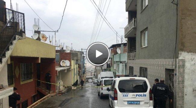 Cezaevi Firarisini Yakalamak İsteyen Polis, Yanlışlıkla Kendisini Vurdu