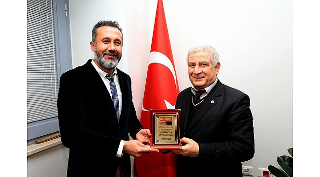 Mehmet Ali Sarı'ya Plaket