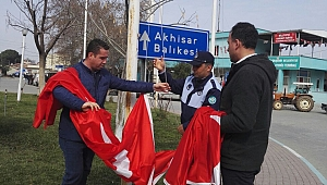 Gölmarmara'daki Şanlı Türk Bayrakları Yenilendi