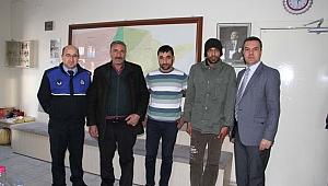 Kula Belediyesi Zabıtası, Kayıp Vatandaşı Ailesine Kavuşturdu