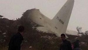 Cezayir'de askeri uçak düştü.Ölü sayısı artıyor