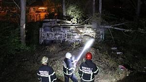 Freni boşalan kamyon dere kenarına uçtu: 1 ölü