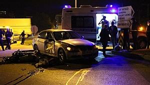 Motosikletle otomobil çarpıştı: 1 ölü, 2 yaralı