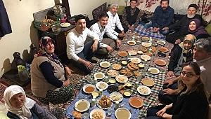 Başkan Yavaş'dan Çat kapı iftar ziyareti