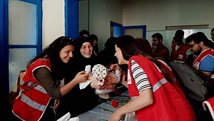 Kızılay İzmir Şubesi Suriyeli Anneleri unutmadı