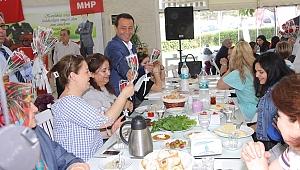 Murat Koç'un 'Anneler Günü Kahvaltısı' büyük ilgi gördü.