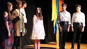 Ayla Algan'ın öğrencilerinden muhteşem tiyatro performansı