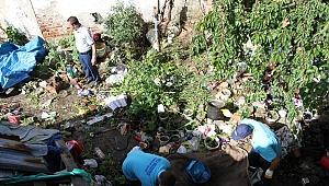 Evden 10 Kamyon Çöp Çıktı