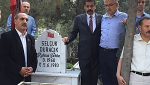Halil Esendağ ve Selçuk Duracık'ı mezarları başında anıldı.