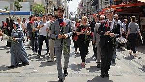 Saadet'li adaylardan Alsancak'ta sevgi yürüyüşü