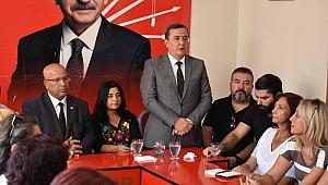 Başkan Batur partililer ve Belediye personeliyle bayramlaştı