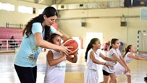 Bornova'da Yaz Spor Okulları'na yoğun ilgi