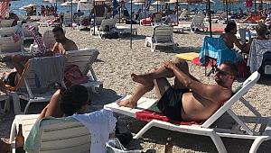 Foça'da plajlarında bayram bereketi