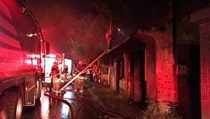 İzmir'de metruk bir evde yangın çıktı