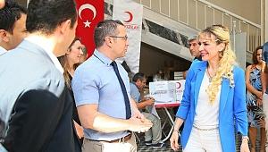 İzmir'de Sağlık Çalışanlarından Anlamlı Bağış…