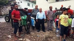 Köylü susuz kaldı, eşeklerle su taşımaya başladı