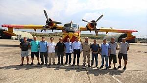 Orman Bölge Müdürü Şahin Aybal'dan Anfibik Yangın Uçağı Ekibine Ziyaret