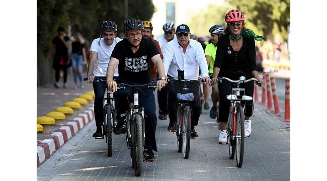 """Ege'de pedallar """"Dünya Otomobilsiz Yaşam Günü"""" için çevrildi"""