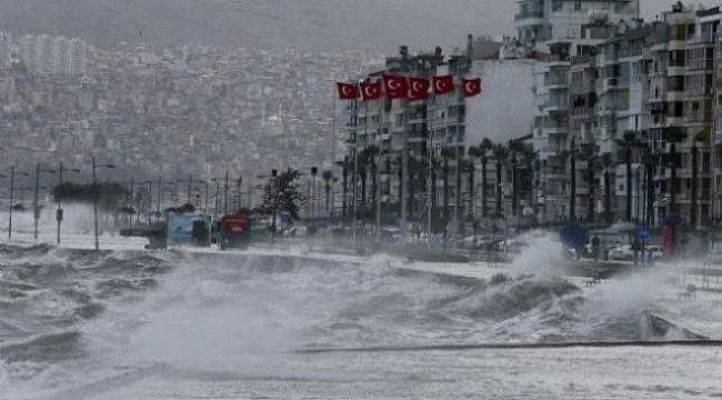 İzmir'de fırtınaya karşı kırmızı alarm
