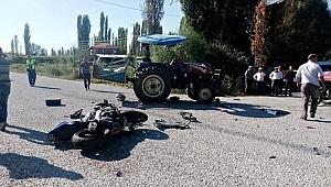 İzmir'de traktörle motosiklet çarpıştı: 1 ölü, 3 yaralı