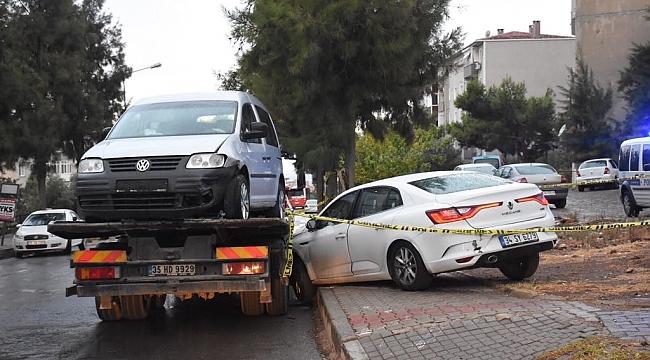 Kaza yapan araçta bıçaklanmış ceset bulundu