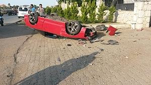 Takla atan aracın üstünden geçtiği feci kazadan sağ kurtuldu