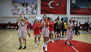 Bayraklı'nın kızları Mardin Büyükşehir Belediyesi'ni yendi